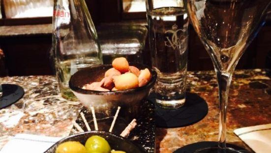 Le Bar at Four Seasons Hotel George V Paris