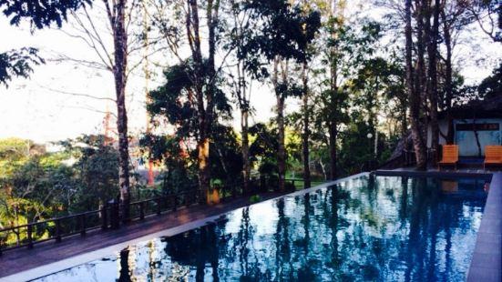The Peak, D'Coconut Hill Resort
