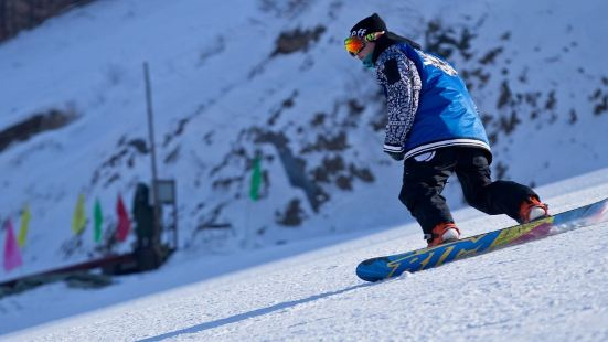 紅花尖滑雪度假村