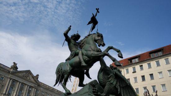 Statue des Heiligen Georg