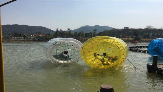 水上步行球