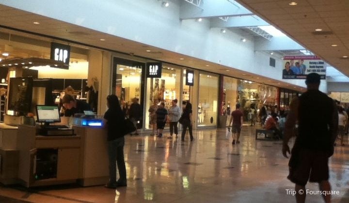 What time does the willowbrook mall close