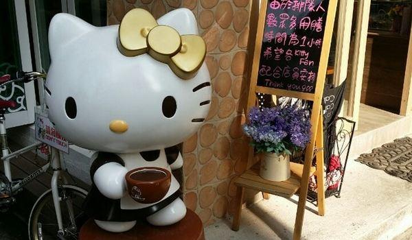Hello Kitty Secret Garden Café1