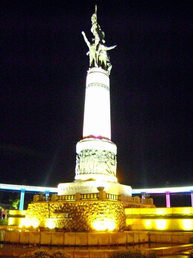 방홍(팡훙) 기념탑