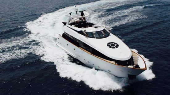 Royal Yachts Charter