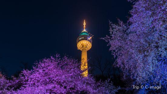 E WORLD 83 Tower