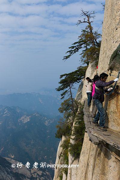全球十大恐怖懸崖步道 令人膽戰心驚的華山長空棧道
