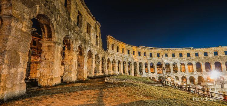 Amphitheatre de Pula3