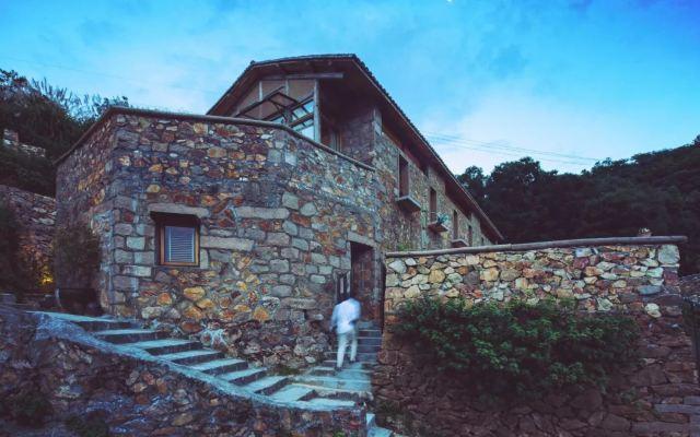 在溫州洞頭的小島上,住進高顏值石頭屋看日出
