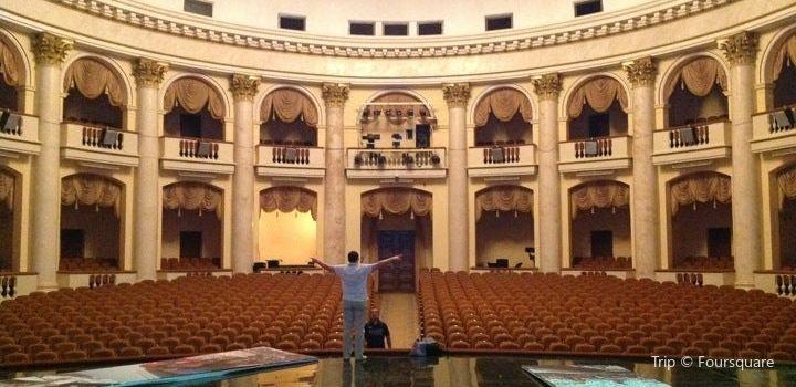 Zimniy劇院2