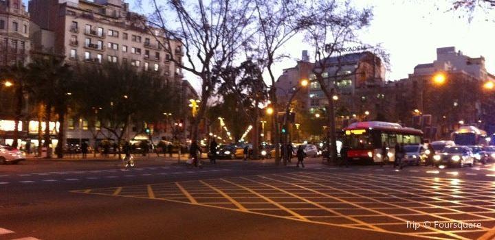 Plaça Universitat1