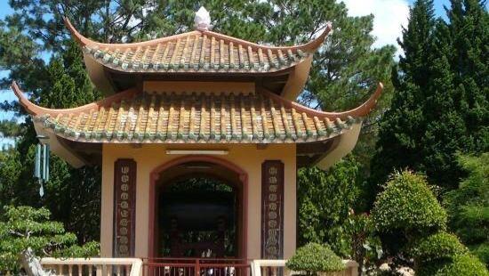티엔 브엉 꾸 삿 탑