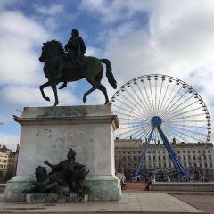 벨쿠르 광장 여행 사진