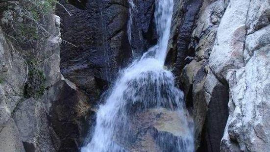 烏拉斯溝瀑布