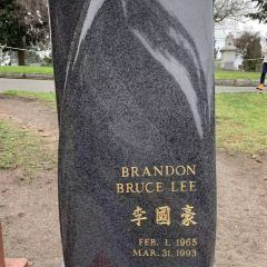 Brandon Lee and Bruce Lee's Grave Site User Photo