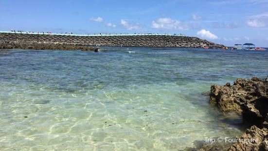 小巴里島岩