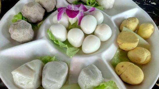 墨脫石鍋椰子雞(亞龍灣店)