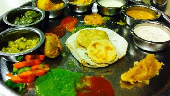 Lucky Bandra Restaurant