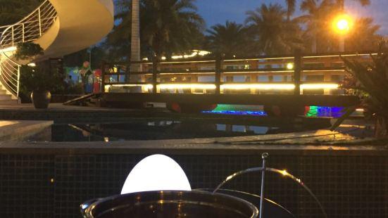 三亞亞龍灣假日度假酒店池畔海鮮自助燒烤