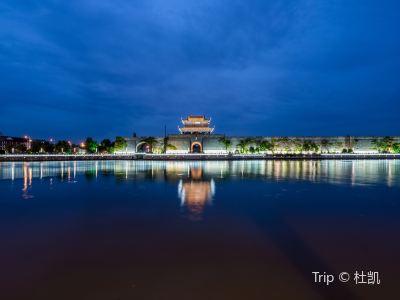夜遊護城河