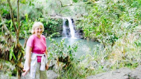 Puohokamoa Falls