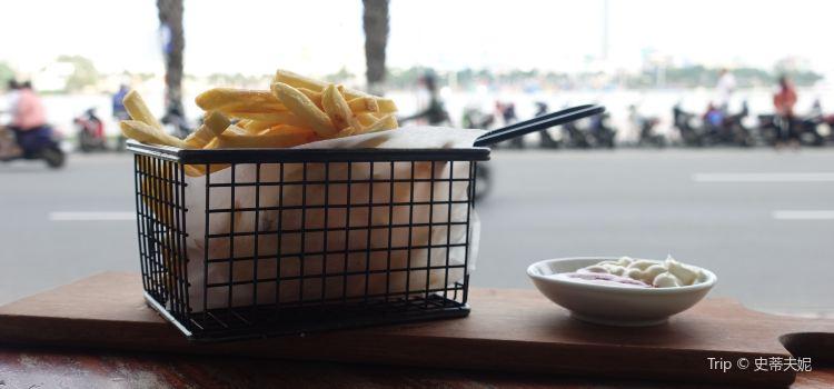 Waterfront Danang Restaurant & Bar1