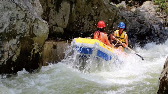 Wuzhishan Rainforest Valley Rafting
