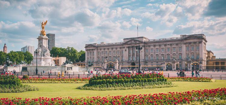 Buckingham Palace2