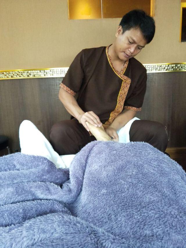 Lek Foot Massage