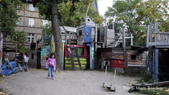 Adventure Playground (Abenteuerlicher Bauspielplatz Kolle 37)