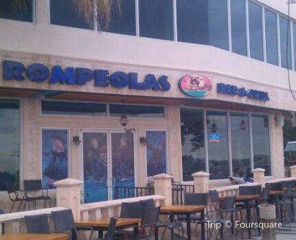 Rompeolas Bar and Grill2
