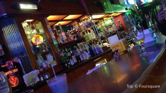 Polinori's Palm Garden Inn