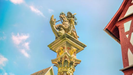 聖喬治屠龍雕像噴水池