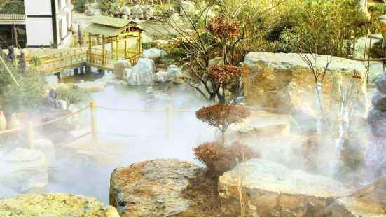 Xiantan Mountain Hot Spring Town