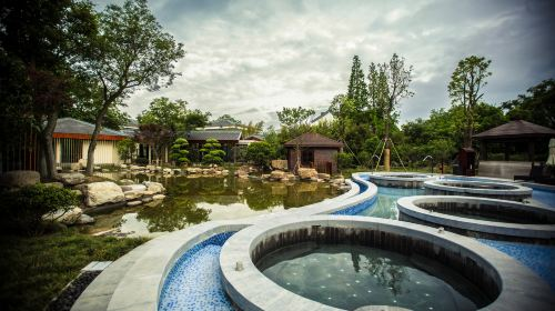 Slender West Lake Hot Spring Resort
