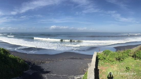 Nyanyi Beach