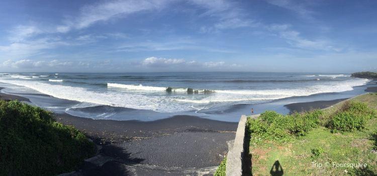 Nyanyi Beach1