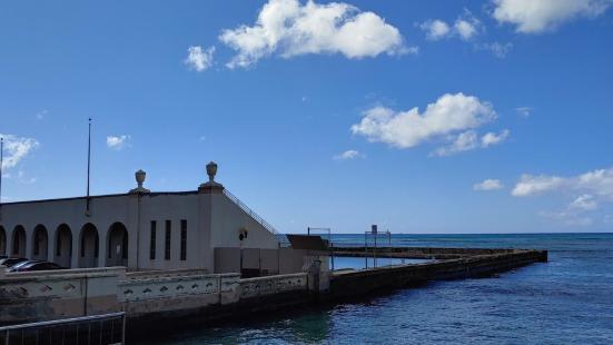Waikiki War Memorial Natatorium