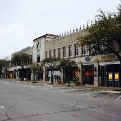 Highland Park Village User Photo