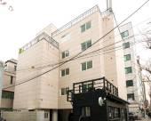 弘大2號天井59號旅舍