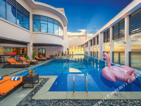 瑞亞茲阿爾塔拉套房(Altara Suites by Ri-Yaz)室外游泳池