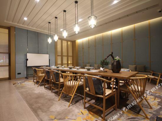 雲和夜泊酒店(上海國際旅遊度假區野生動物園店)(Yun He Ye Bo Hotel (Shanghai International Tourist Resort Wild Animal Park))會議室