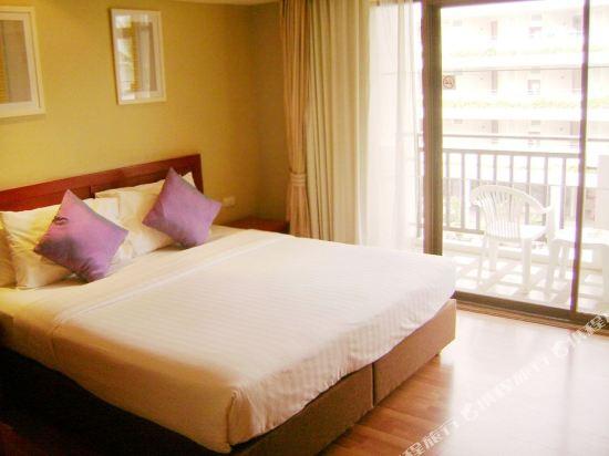 皇家華欣海灘度假酒店(The Imperial Hua Hin Beach Resort)池景高級房-帶陽台