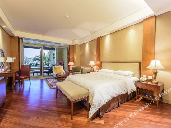 千島湖綠城度假酒店(1000 Island Lake Greentown Resort Hotel)泳池景觀親子套房