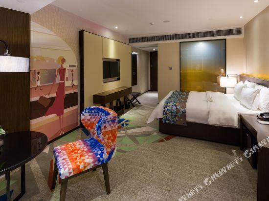 ZMAX潮漫酒店(佛山千燈湖店)(Zmax Hotel (Foshan Qiandeng Lake))Z景觀大床房