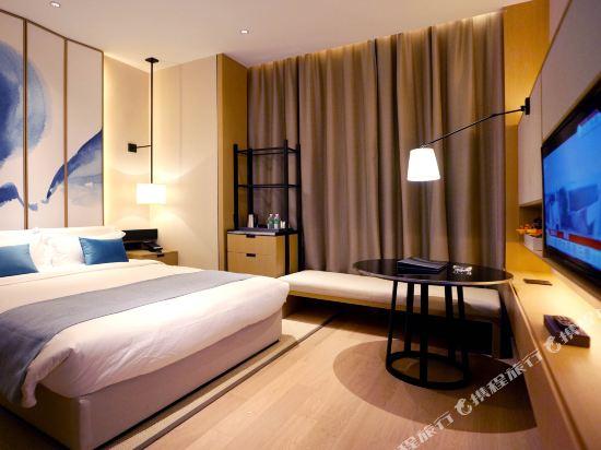 雲和夜泊酒店(上海國際旅遊度假區野生動物園店)(Yun He Ye Bo Hotel (Shanghai International Tourist Resort Wild Animal Park))雅緻大床房12