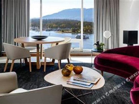費爾蒙特環太平洋酒店(Fairmont Pacific Rim)費爾蒙特黃金轉角套房