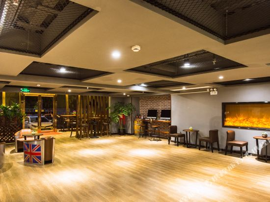 豪楓雅緻酒店(上海國際旅遊度假區唐鎮地鐵站店)(Haofeng Yazhi Hotel (Shanghai International Tourist Resort Tangzhen Metro Station))酒吧