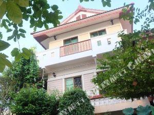 洛伊曼尼大廈(Loy Manee House)