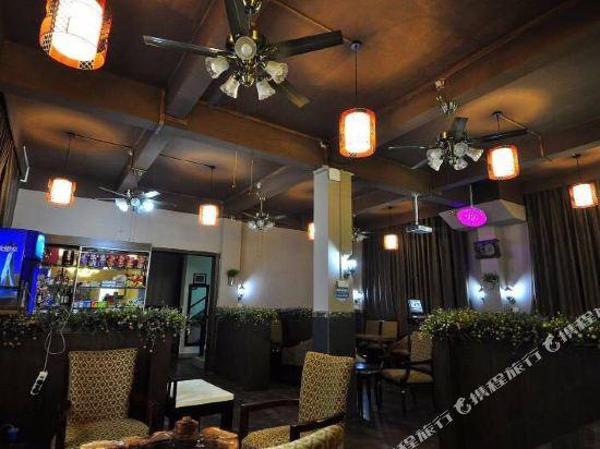納倫公爵酒店(廣州新白雲國際機場二店)(Nalun Gongjue Hotel (Guangzhou New Baiyun International Airport No.2 Branch))餐廳